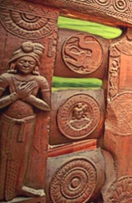 D'après la balustrade du stûpa de Bharhût, Yaksha et makara ,Madhya Pradesh, Nord, Inde ancienne. (Marsailly/Blogostelle)