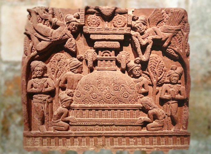 D'après la représentation d'unstûpa et personnages ailés, bas-relief ,Bhârhut, IIe siècle avjc, Madhya Pradesh,Nord, Inde ancienne. (Marsailly/Blogostelle)