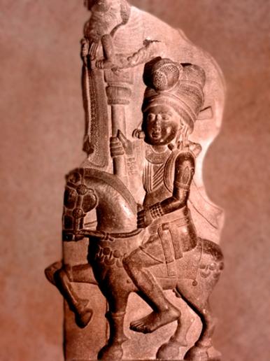 D'après un cavalier et enseigne, Bharhût, Madhya Pradesh, Nord, Inde ancienne. (Marsailly/Blogostelle)