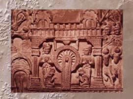 D'après un palais et une scène d'hommage royal à Buddha, relief historié, IIe siècle avjc, Bharhût, Madhya Pradesh, Inde du Nord. (Marsailly/Blogostelle)