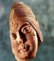 D'après un portrait féminin, sculpture, Bharhût, vers début Ier siècle avjc, Madhya Pradesh, Inde du Nord. (Marsailly/Blogostelle)
