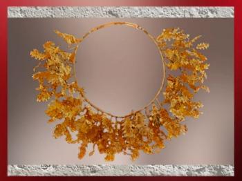 D'après une couronne de feuilles de chêne en or, seconde moitié du IVe siècle avjc, art grec. (Marsailly/Blogostelle)