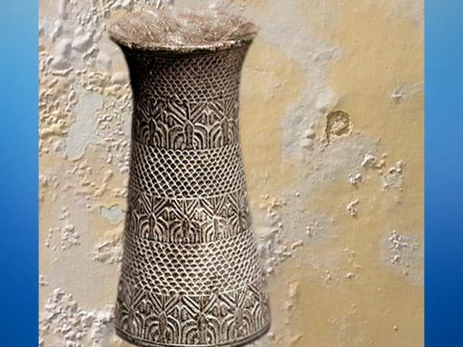 D'après un vase à motif de palmiers, vers 2700–2350 avjc, art de l'orient ancien. (Marsailly/Blogostelle)