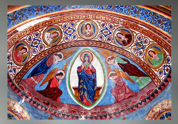 D'après La Vierge dans la mandorle, peinture du XIXe siècle, église du XIIe siècle, Saint-Nicolas de Civray, Vienne, France. (Marsailly/Blogostelle)