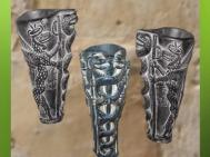 D'après un vase à libation, dédicace de Gudea à Ningishzida, stéatite, vers 2120 avjc, époque néo-sumérienne, antique Girsu, Tello, Irak actuel. (Marsailly/Blogostelle)