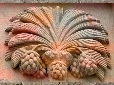 D'après le dattier du tympan du Palais Jacques Cœur, Fulcanelli (Maisons Philosophales), XVe siècle, Bourges. (Marsailly/Blogostelle)