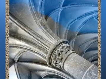 D'après l'architecture gothique, des arbres de pierre soutiennent l'édifice sacré. (Marsailly/Blogostelle)