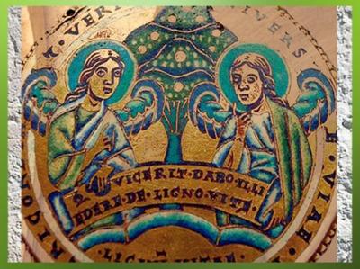 D'après l'Arbre de Vieet des anges sur un médaillon émaillé, art mosan, XIIe siècle, collégiale Notre-Dame, Huy, art médiéval. (Marsailly/Blogostelle)