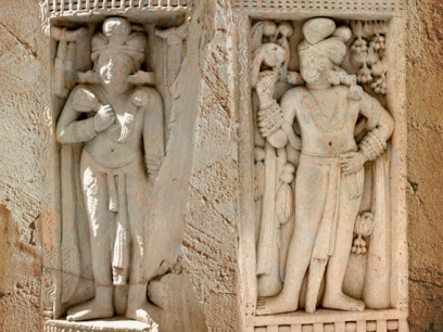 D'après deux dvarapalas, avec lotus et bijoux, Porte Nord, stûpa n° 1 Sanchî, Madya Pradesh, Inde du Nord. (Marsailly/Blogostelle)
