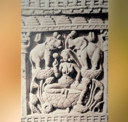 D'après la déesse Lakshmî, torana Nord, stûpa n° 1 Sanchî, Madya Pradesh, Nord, Inde ancienne. (Marsailly/Blogostelle)
