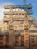 D'après le torana Est et ses éléphants, stûpa n° 1 Sanchî, Madya Pradesh, Inde du Nord. (Marsailly/Blogostelle.)