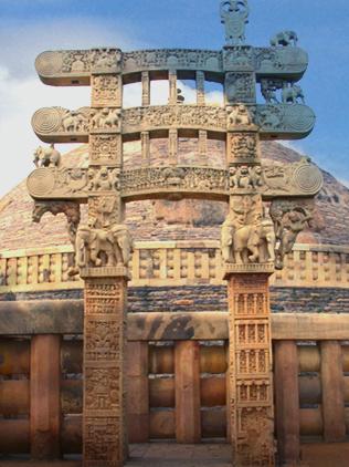 D'après le torana Est et ses éléphants, stûpa n° 1 Sanchî, Madya Pradesh, Nord, Inde ancienne. (Marsailly/Blogostelle)