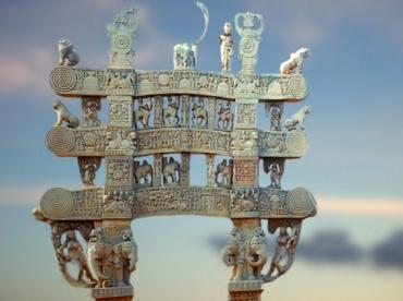 D'après le torana Nord et ses Yakshî sculptées, Ier siècle avjc-Ier siècle apjc, stûpa n° 1, Sânchî, Madya Pradesh, Nord, Inde ancienne. (Marsailly/Blogostelle)