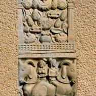 D'après un vase d'abondance et cavaliers, bas-reliefs, Torana Nord, Sânchî 1, Madya Pradesh, Nord, Inde ancienne. (Marsailly/Blogostelle)