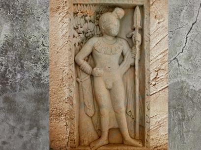 D'après un dvarapala armé d'une lance, stûpa n° 1, vers le Ier siècle avjc, Sânchî, Madya Pradesh, Inde du Nord. (Marsailly/Blogostelle.)