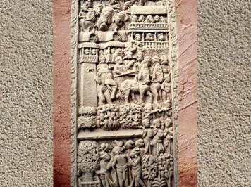 D'après une Porte de Ville, bas-relief, torana Sud, stûpa n° 1, Sânchî, Ier siècle avjc-Ier siècle apjc, Madya Pradesh, Nord, Inde ancienne. (Marsailly/Blogostelle)