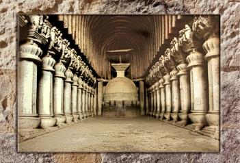 D'après la nef et son dagoba, sanctuaire bouddhique de Karlî , fin Ier siècle apjc- IIe siècle apjc, Mahârâsthra, Sud, Inde ancienne. (Marsailly/Blogostelle)