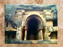 D'après le temple rupestre de Bhâja, entrée monumentale, Mahârâsthra,Sud, Inde ancienne. (Marsailly/Blogostelle)