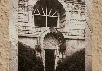 D'après l'entrée de la caverne de Nâsik, Ier siècle apjc, au Mahârâsthra dans le Dekkan, Sud, Inde ancienne. (Marsailly/Blogostelle)