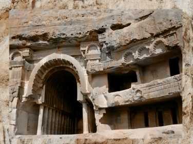 D'après l'entrée du temple de Bhâja et ses balcons, vers Ier siècle avjc, Mahârâsthra, Sud, Inde ancienne. (Marsailly/Blogostelle)