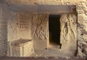 D'après les cavernes rupestres de Bhâja, les dieux Sûrya et Indra mahârâsthra, Inde du Sud. (Marsailly/Blogostelle)