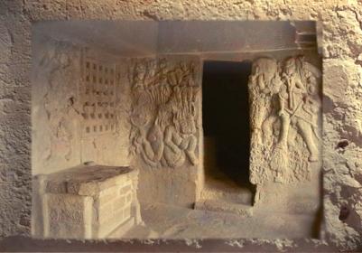 D'après ledieu Soleil Sûrya et le dieu de l'Orage Indra sur son éléphant,décor sculpté d'une caverne de Bhâja, vers Ier siècle avjc, Mahârâsthra,Sud, Inde ancienne. (Marsailly/Blogostelle)