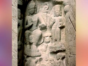 D'après un décor sculpté plus tardif, temple rupestre de Karlî, Mahârâsthra, Sud, Inde ancienne. (Marsailly/Blogostelle)