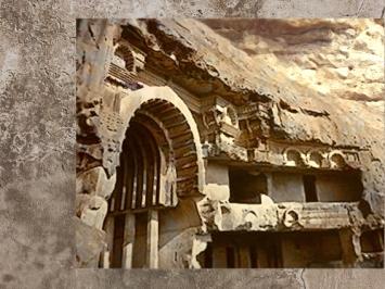 D'après le sanctuaire de Bhâja et son entrée monumentale, vers Ier siècle avjc, Mahârâsthra, Sud, Inde ancienne. (Marsailly/Blogostelle)