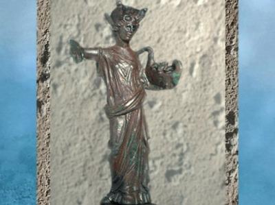 D'après Tutela, divinité protectrice de la ville et sa corbeille d'Abondance, bronze, Gonesse, Gaule Romaine. (Marsailly/Blogostelle)