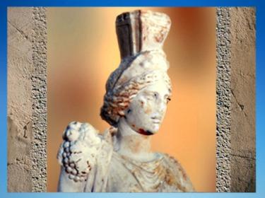 D'après Tutela et sa coiffe en forme de remparts, déesse protectrice de la cité, fin IIe - IIIe siècle apjc, Vienne, Rhône-Alpes, Gaule Romaine. (Marsailly/Blogostelle)