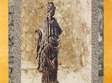 D'après Tutela en drapé romain, déesse protectrice de la ville, Ier siècle avjc-IVe siècle apjc, Gaule Romaine. (Marsailly/Blogostelle)