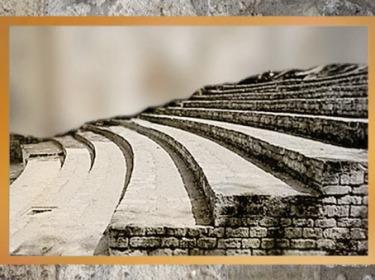 D'après les gradins de l'amphithéâtre de Lutèce, fin du Ier siècle apjc, Paris, France, Gaule Romaine. (Marsailly/Blogostelle)