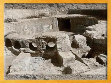 D'après des vestiges de château d'eau, castellum divisorium, Nîmes, Gaule Romaine. (Marsailly/Blogostelle)