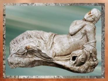 D'après une voluptueuse sculpture de nymphe, marbre, IIe siècle apjc, Septeuil, France, Gaule Romaine. (Marsailly/Blogostelle)