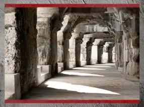 D'après les Arènes de Nîmes et ses arcades, Ier -IVe siècle apjc, Gaule Romaine, Gard, France. (Marsailly/Blogostelle)