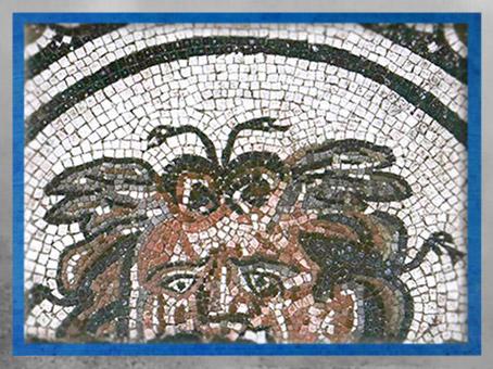 D'après thème mythologique de Méduse, mosaïque, Besançon, Gaule Romaine, Ier -IVe siècle apjc. (Marsailly/Blogostelle)