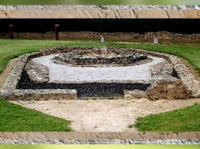 D'après la villa Montmaurin, temple, Midi-Pyrénées, IVe siècle apjc, Gaule Romaine. (Marsailly/Blogostelle)