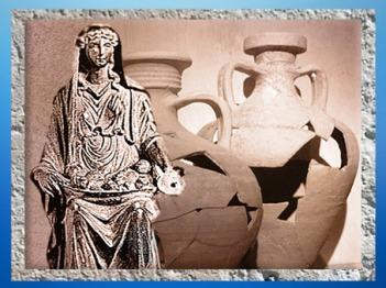 D'après une statuette en bronze de ladéesse Mater ou Abondance, et des amphores gauloises, Barzan ; Gaule Romaine. (Marsailly/Blogostelle)