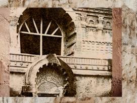 D'après la façade de Nâsik et sa grande fenêtre, Ier siècle apjc, au Mahârâsthra dans le Dekkan, Inde du Sud. (Marsailly/Blogostelle.)