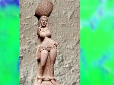 D'après une Yakshî, déité des arbres, et son panier à motif de feuille de pipal, école de Mathurâ, dynastie Kushâna, IIe siècle apjc, Inde du Nord. (Marsailly/Blogostelle)