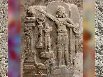 D'après le Souverain Universel, Çakravartî ou Chakravartin, Ier siècle avjc - Ier siècle apjc, école d'Amarâvatî,Andhra Pradesh, Inde du Sud.(Marsailly/Blogostelle)
