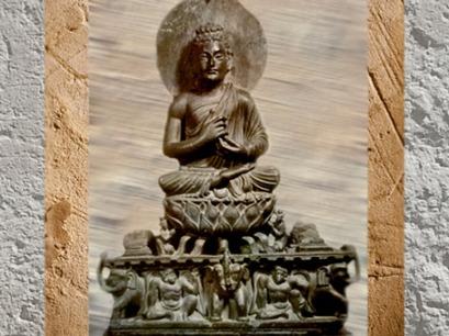 D'après Le Prêche du Buddha, style du Gandhâra, Kushâna, Ier- IIIe siècle apjc, Inde du Nord. (Marsailly/Blogostelle)
