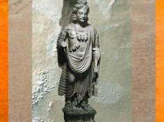D'après un Boddhisattva Maitreya, Ier- IIIe siècle apjc, Gandhâra, époque Kushâna en Inde du Nord. (Marsailly/Blogostelle)