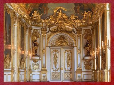 D'après le style Rocaille de la Galerie Dorée, Hôtel de Toulouse, et les Allégories des continents, l'Amérique et l'Afrique, installées au XIXe siècle, Paris, France. (Marsailly/Blogostelle)