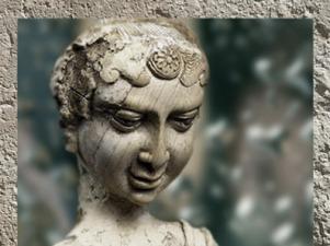 D'après une déesse à Makara, détail, ivoire, trésor de Bégram, (Afghanistan), Ie siècle apjc, époque Kushâna en Inde du Nord. (Marsailly/Blogostelle)