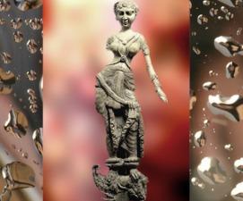 D'après une déesse sur Makara, ivoire, trésor de Bégram, (Afghanistan), Ie siècle apjc, époque Kushâna en Inde du Nord. (Marsailly/Blogostelle)