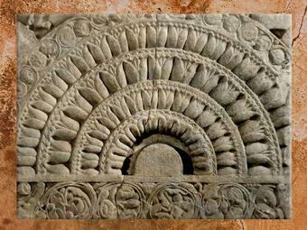 D'après un décor de balustrade, stûpa d'Amarâvatî, IIe siècle apjc, Andhra Pradesh, Inde du Sud. (Marsailly/Blogostelle)