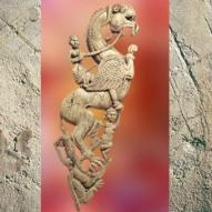 D'après une écuyère sur griffon, ivoire, trésor de Bégram, Ie siècle apjc -IIe siècle apjc, dynastie Kushâna en Inde du Nord. (Marsailly/Blogostelle)