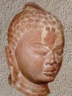 D'après un portait de Buddha en grès rouge, Mathurâ, vers 430-435 apjc, début période Gupta, Uttar Pradesh, Inde du Nord. (Marsailly/Blogostelle)