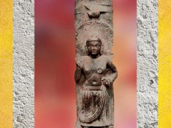 D'après Buddha debout, haut-relief, montant de balustrade, grès rouge, IIe siècle apjc, école de Mathurâ, dynastie Kushâna, Uttar Pradesh, Inde du Nord.(Marsailly/Blogostelle)